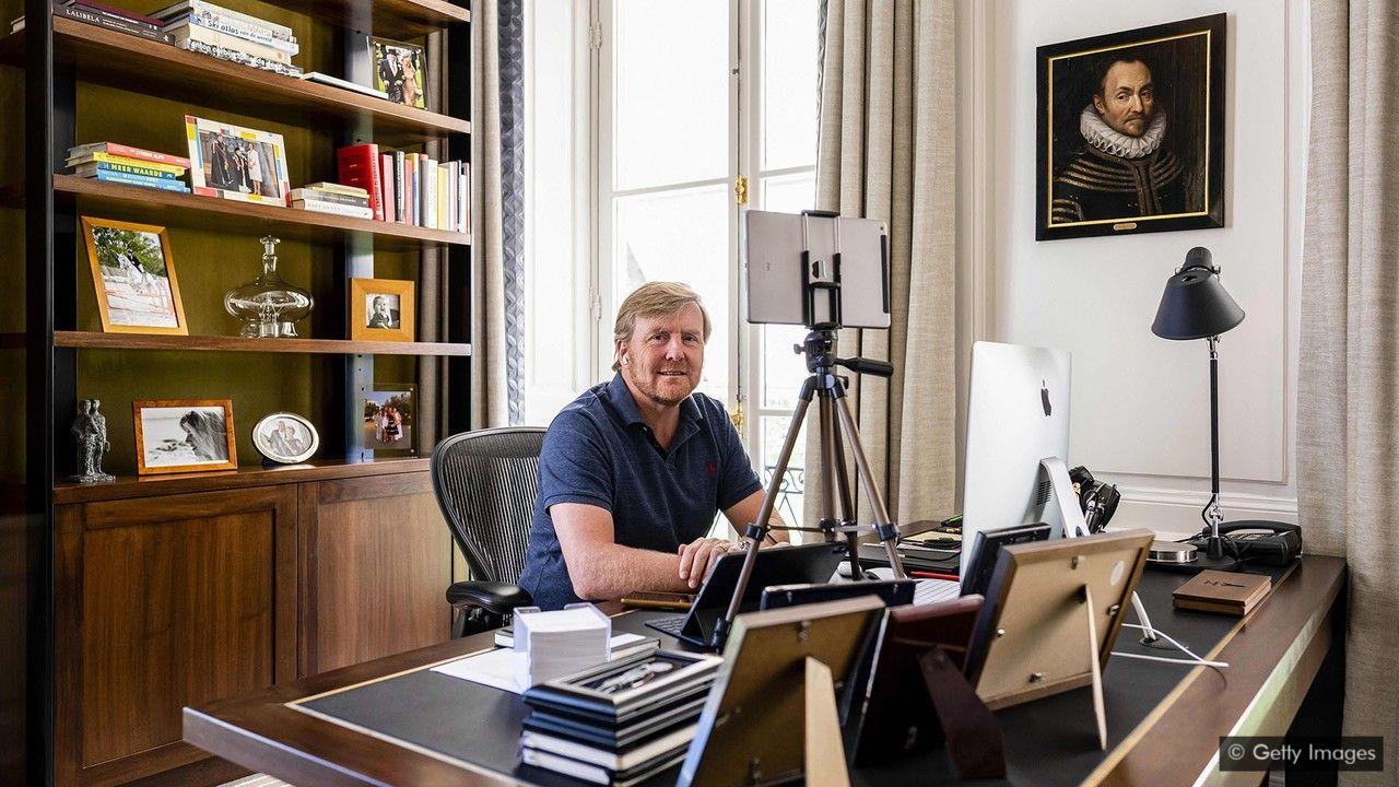 Король Нидерландов Виллем-Александр тоже работает из дома