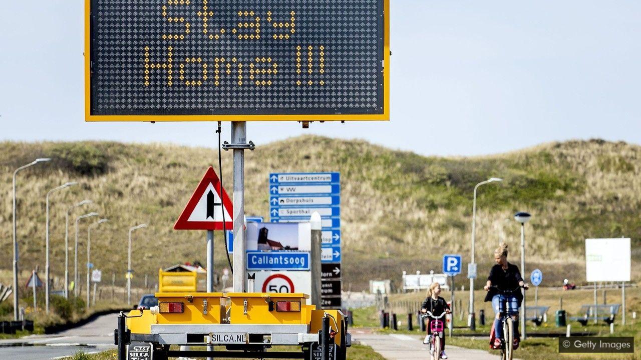Дорожный знак с напоминанием в Северной Голландии