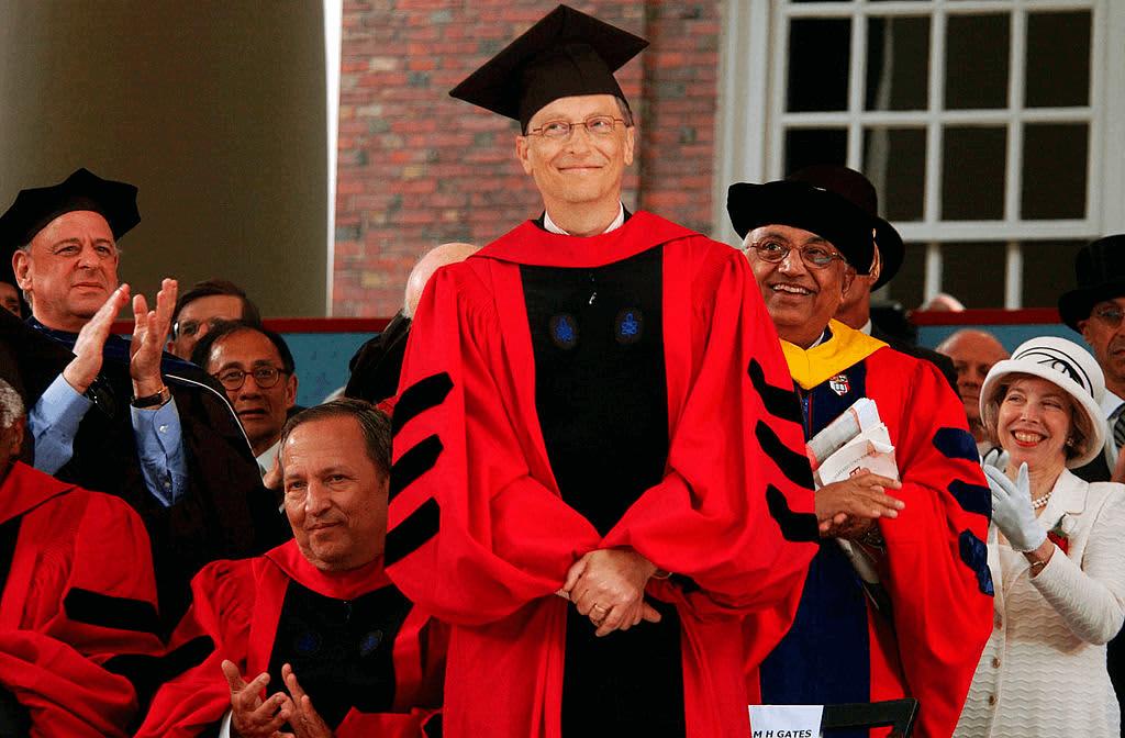 Билл Гейтс выступает в Гарварде